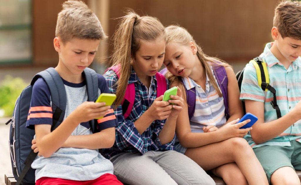 Мошенники нашли способ наживаться на желании школьников заработать